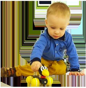 Zieh- und Schiebspielzeug Greenkid. Holzrabe mit Seil auf Rädern für Jungs und Mädchen von dem tschechischen Hersteller der Holzspielzeuge Abafactory.