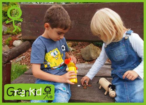 Holzspielzeuge und Dekorationen Greenkid für Kinder ab 1 Jahr. Holzsparbuchsen Pipi und Pferdchen. Die tschechische Produktion der hochwertigen Holzspielzeuge Abafctory.